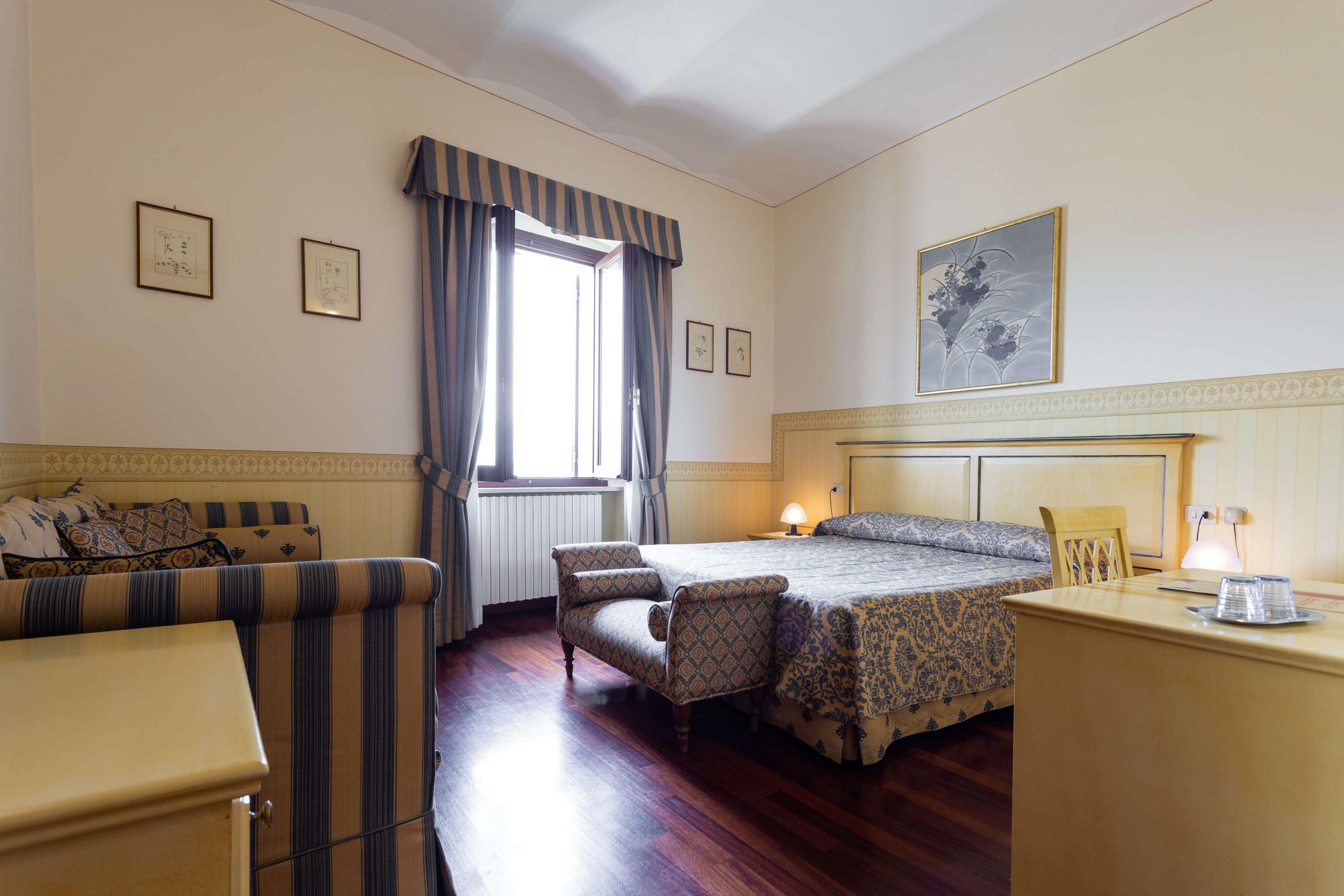 bright room with a view Spello Albergo il Cacciatore